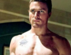 Arrow star Stephen Amell shows fans how to use the Salmon Ladder